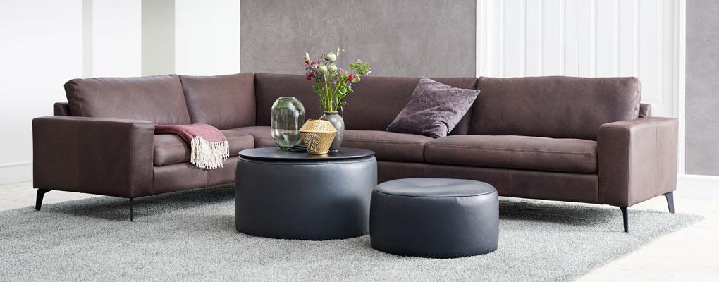 Sofa i mørk brun farve
